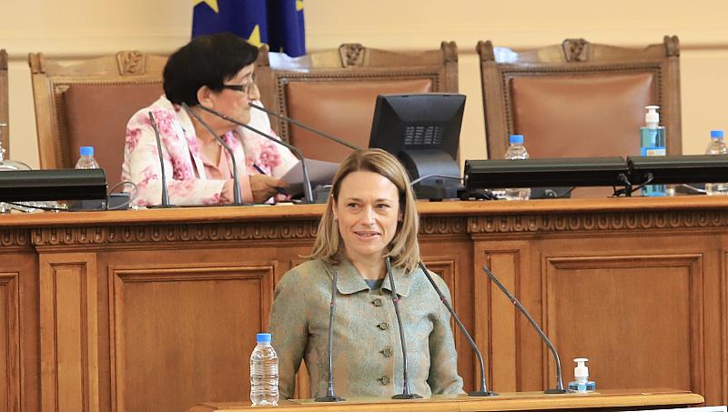 """137 гласа """"За"""" от ИТН, ДБ, ИБНИ и ДПС – Ива Митева е председател на Народното събрание"""