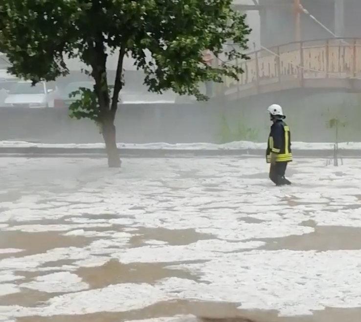 24 часа по-късно: Воден и леден погром при комшиите! (снимки)