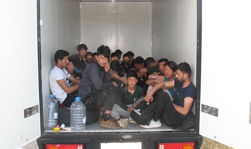 Крумовградски граничари задържаха 24 афганистанци(снимки)