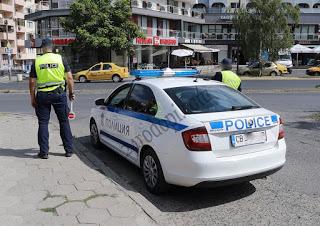 Полицаи задържаха шофьор с фалшива турска книжка