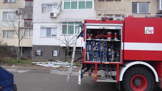Седем огнеборци гасиха пожари