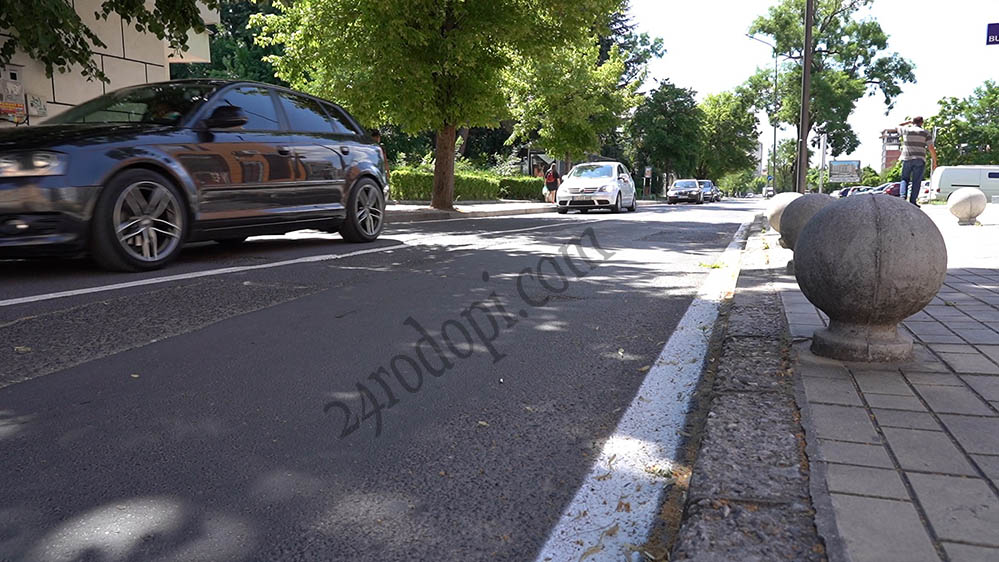 """21-годишен подкара """"баварец"""" по тротоар в центъра на Кърджали"""