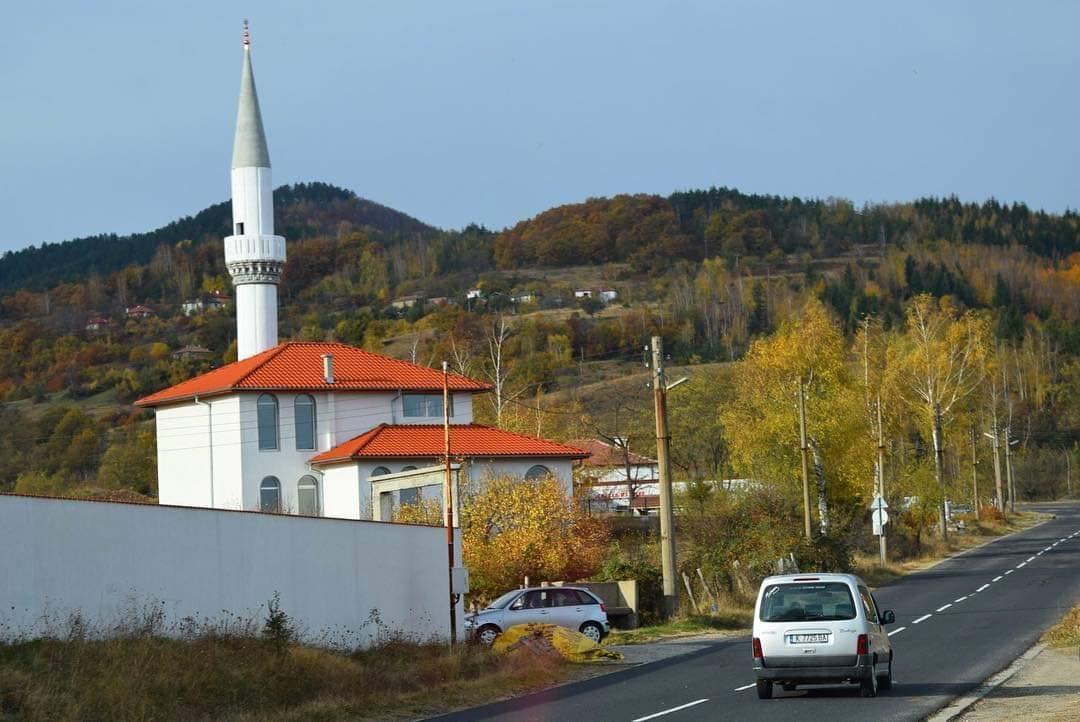 Джамията в Чубрика пламна тази сутрин