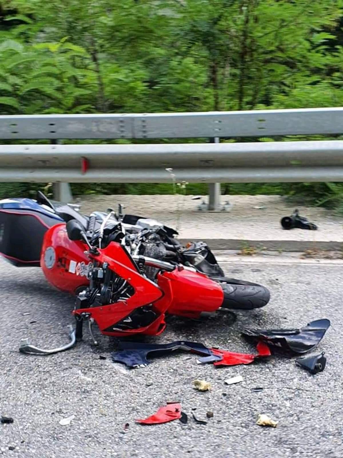 20-годишен мотоциклетист пострада тежко при сблъсък с крава, батко на мотор също катастрофира