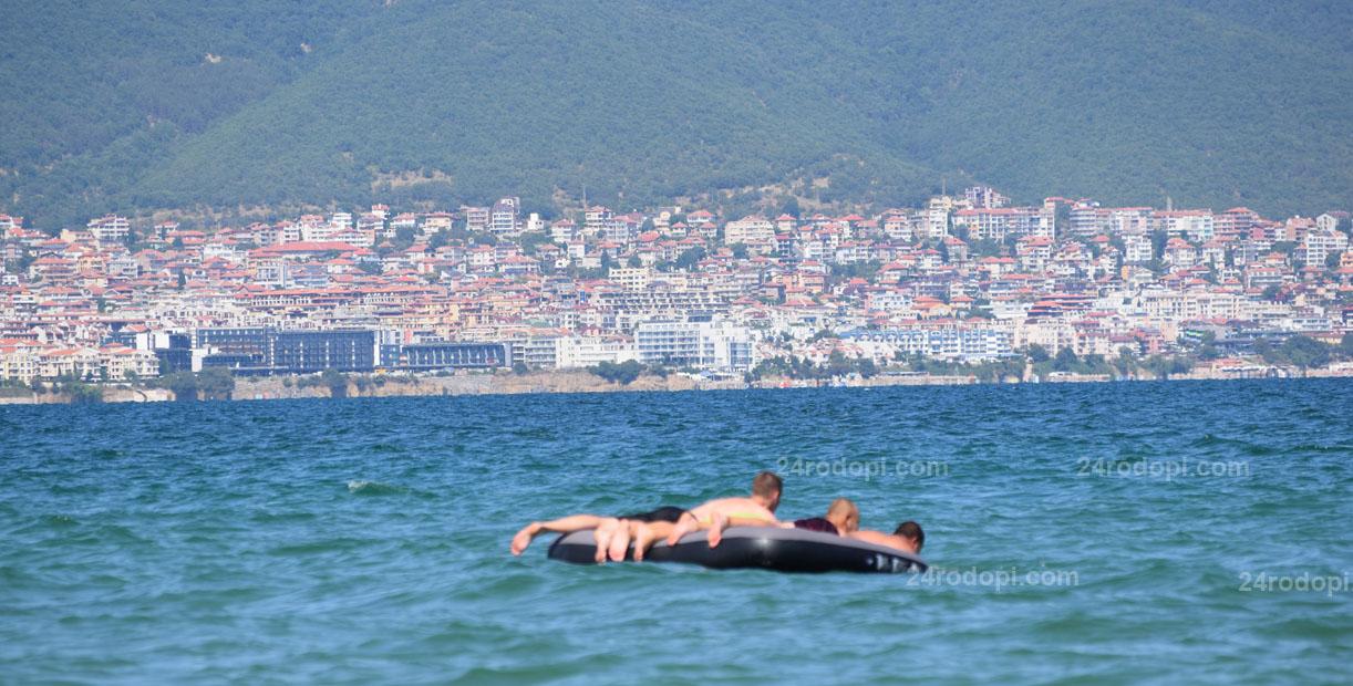 Плажът, част 14: Бетониада, свободна зона само във… водата