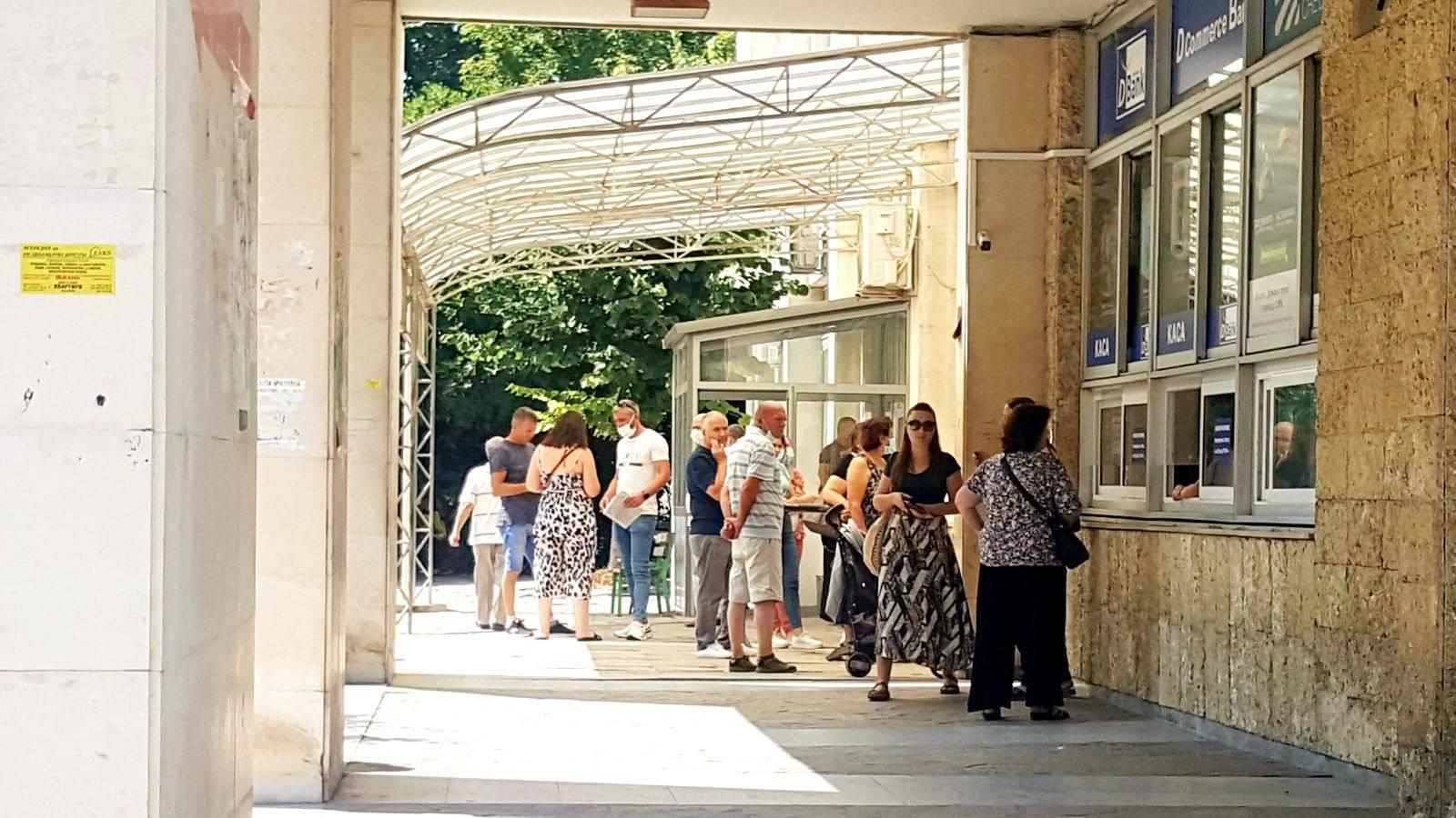 Спокойно пред Паспортна, 4211 заявления за две августовски седмици
