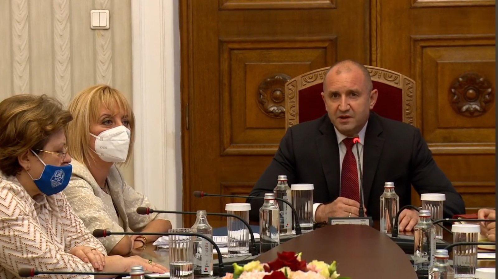 """Татяна Дончева с маска на """"Арда 1924"""" при президента Радев!"""