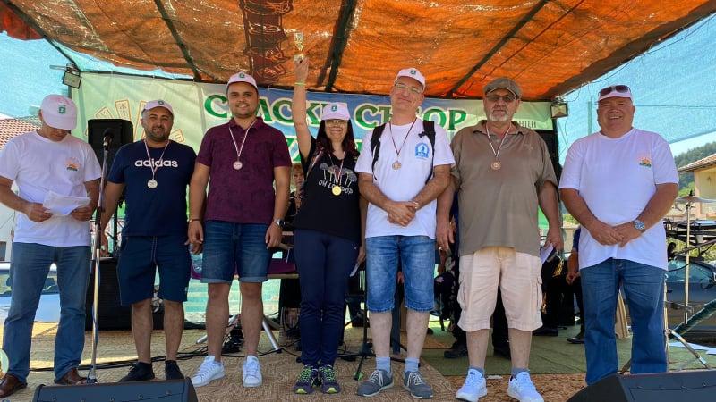 Катя Бабачева спечели турнира по бърз шах на селския празник в Дружинци, втори е съпругът й Лучано