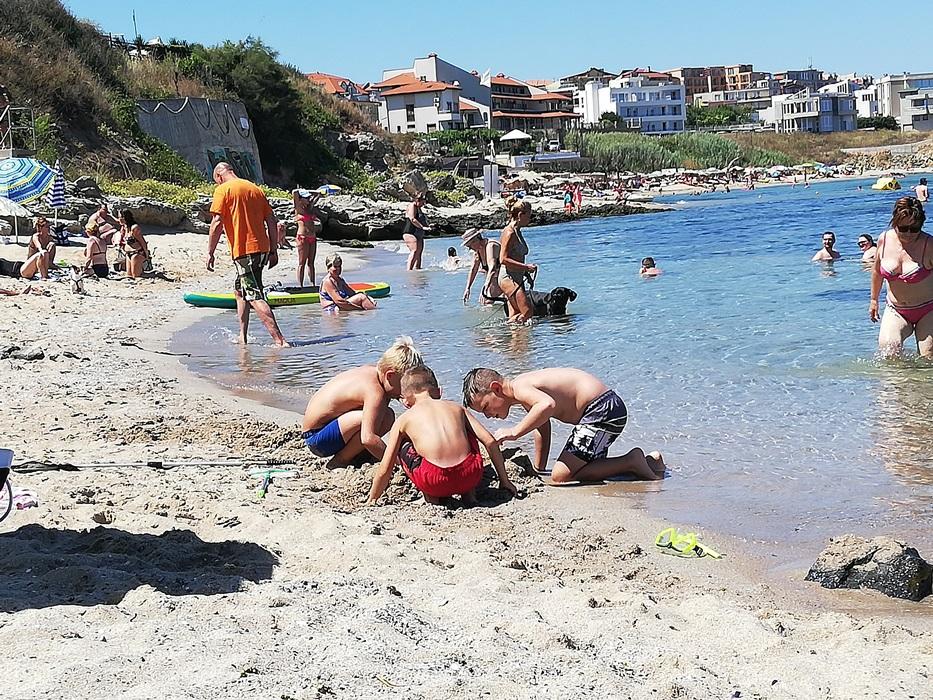 Плажът, част 11: Сантяго, счупената мида и русалката без люспи