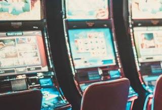 """Комарджийско """"отмъщение"""" и в Крумовград – 40-годишен счупи стъкло на игрален автомат"""