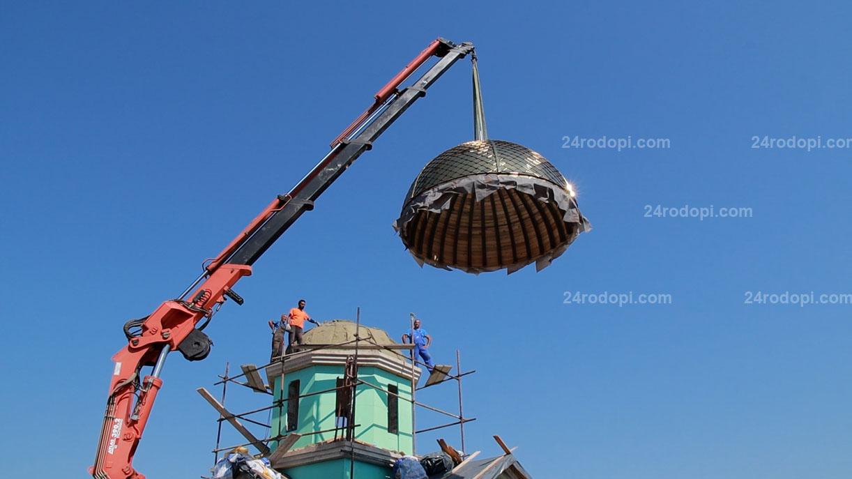 ВИДЕО: Положиха купола, параклисът край Неделното училище е почти завършен!