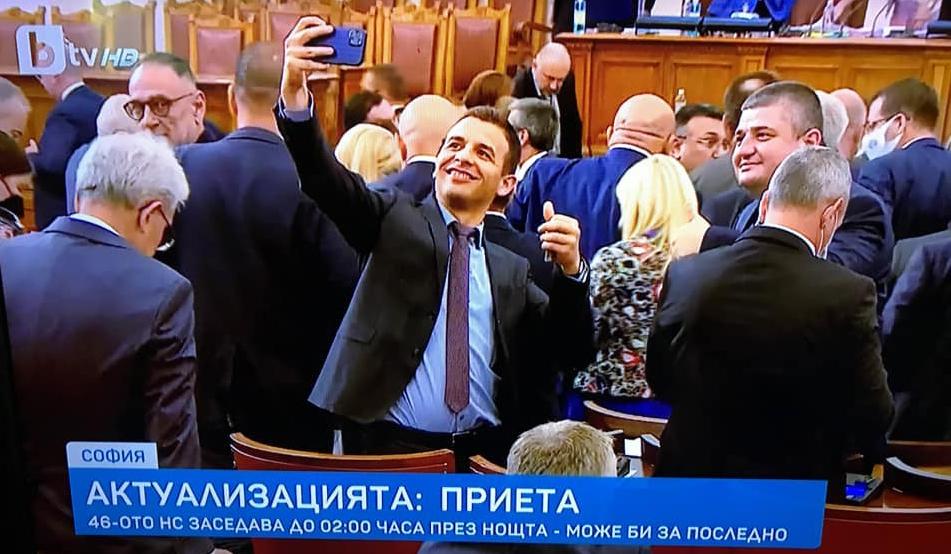 Малко работа, малко селфита и… пак на избори! Какво си мислят Байчо, Любчо и Сезгин?