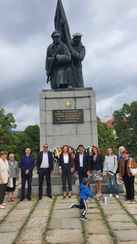Социалистите поднесоха венци и обявиха: Във всички общини твърдо сме зад Румен Радев