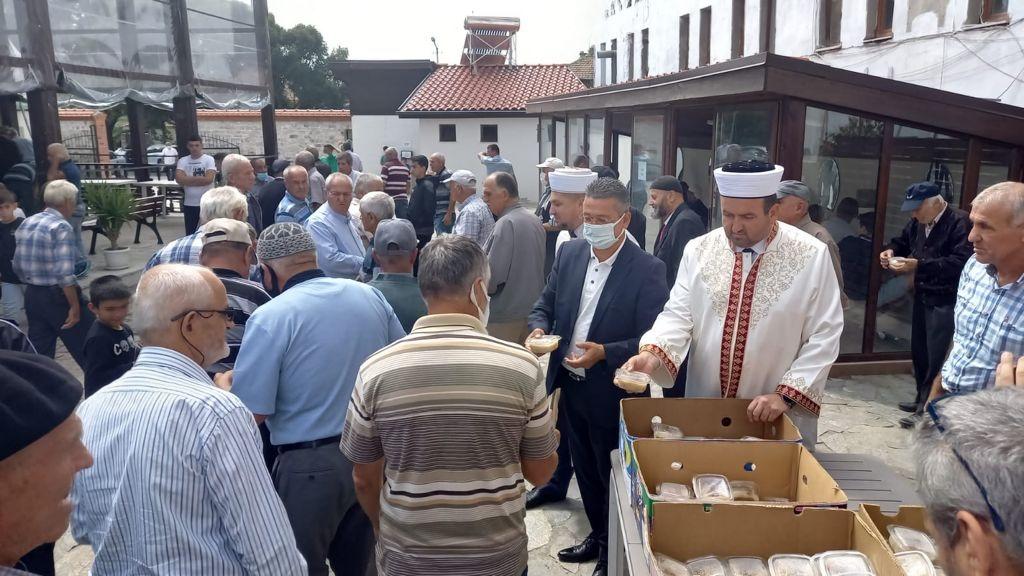 800 порции ашуре раздадоха кметът на Джебел и районният мюфтия