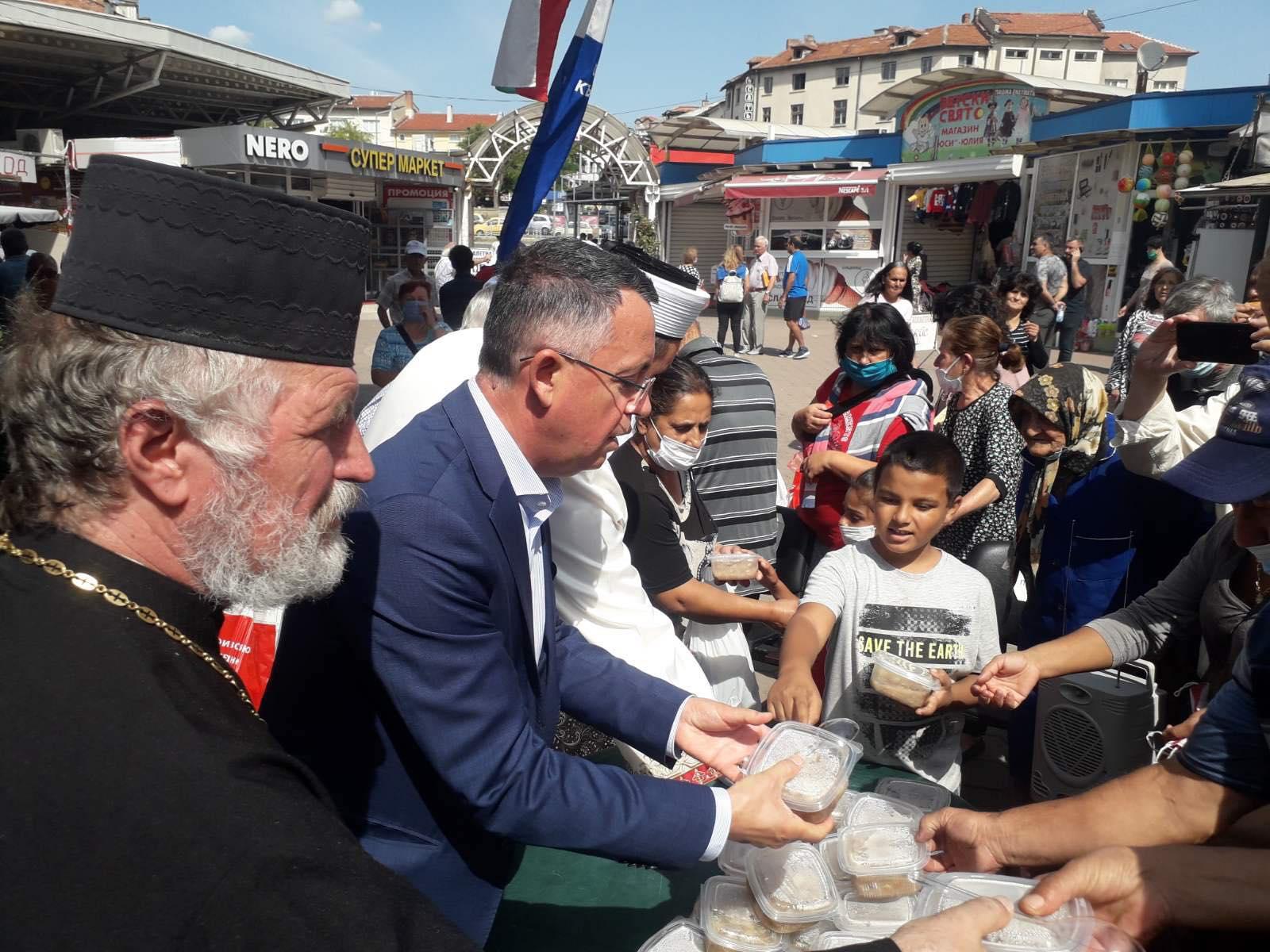 3 000 пакета с ашуре за едноименния празник в Кърджали! (снимки)