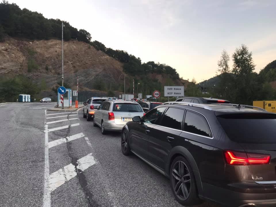 """Интензивен трафик на """"Маказа"""" – наши и румънци пътуват към гръцките плажове"""