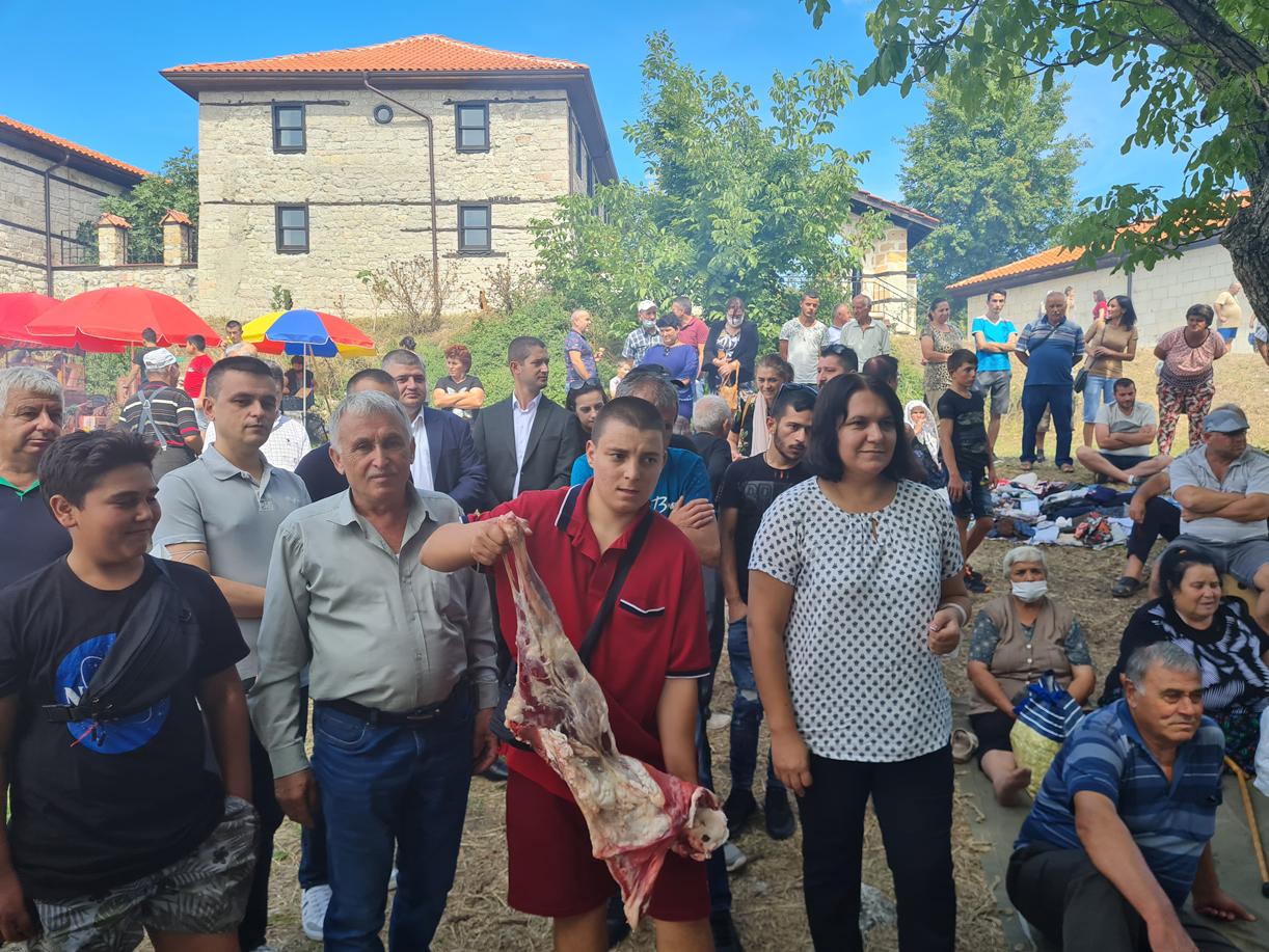 Мае събра местни жители и гости на Биволяне край Елмалъ баба теке