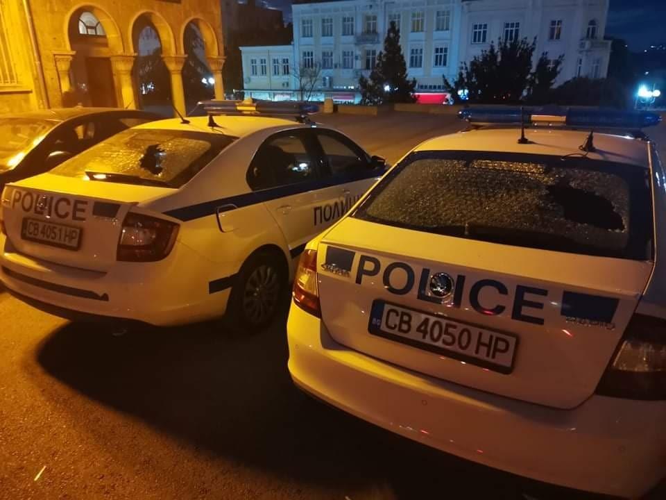Отмъщението: Глобен за паркиране шуменец потроши 4 полицейски коли (снимки)
