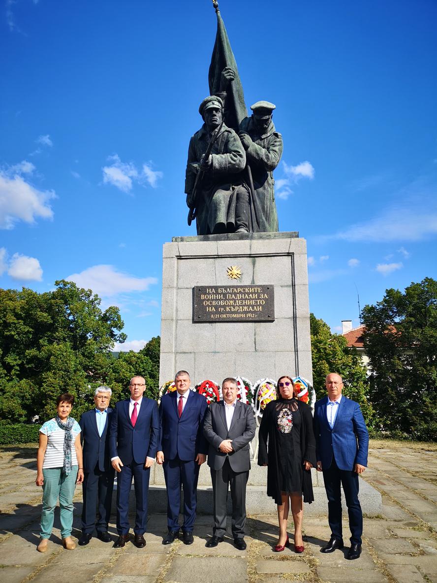 Ръководството на Община Кърджали и депутати от ДПС почетоха Деня на Съединението