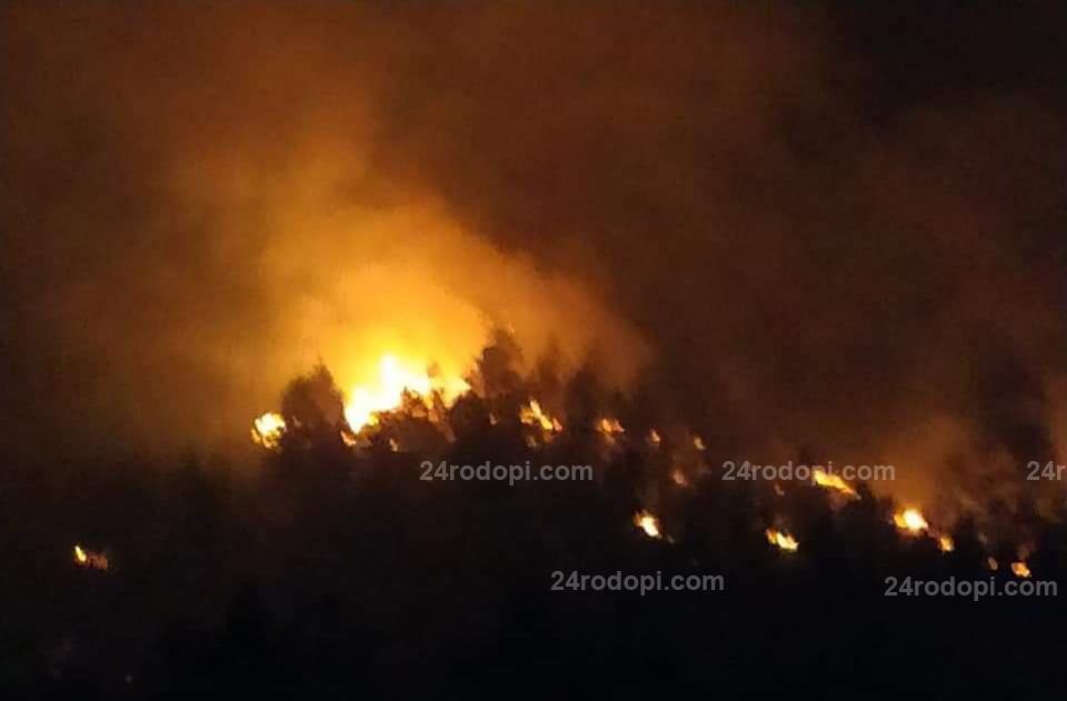 В Старово: В гората е ад, с кирки и лопати си пазим къщите, благодарим на пожарникарите!