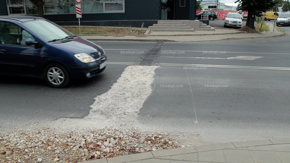 """ВИДЕО: Как се """"пълнят"""" … шахти на булевард """"Пътят за Маказа""""!"""