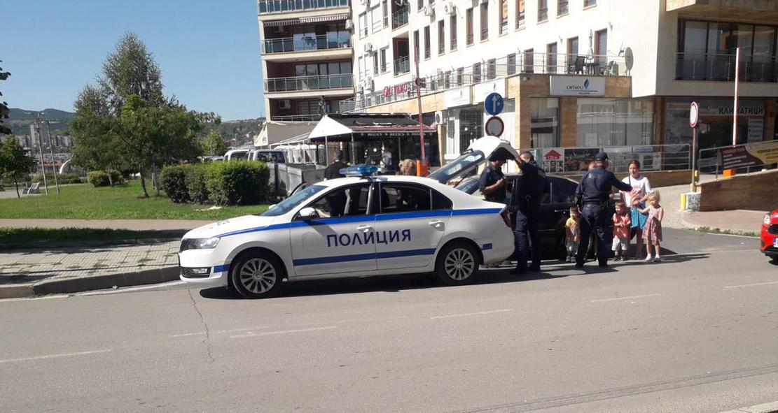 """Полиция пред """"Пeнтагона"""" след псувни на пешеходна пътека!"""