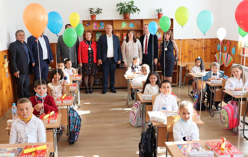 550 ученици напълниха класните стаи в Ардино, 1359 в Кирково (снимки)