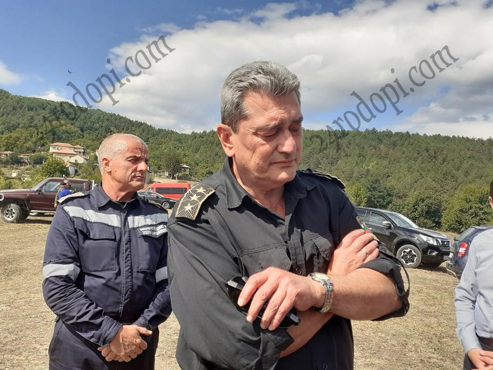 Комисар Николов: 130 души гасиха пламъците, пожарът е овладян на 90%! Благодаря на народа за…