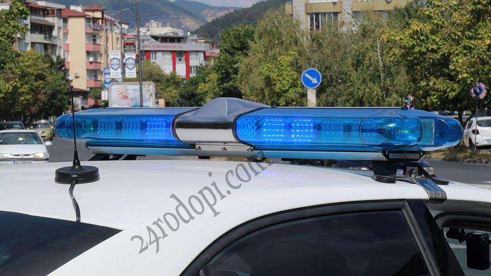 Мъж извади нож и заплаши съселяни в магазин, друг е задържан с наркотици
